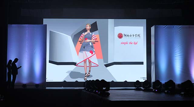 湖南女子学院的虚拟时装秀